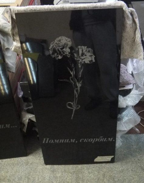 """Закрытое надгробие с рисунком """"цветы"""""""