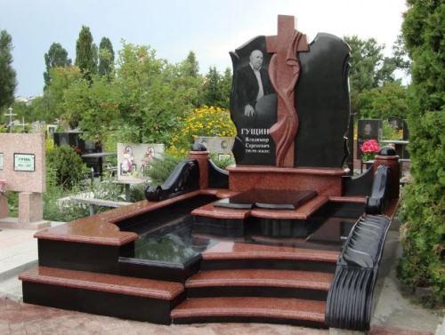сложное надгробие