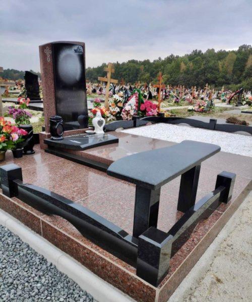 Памятник из цветного камня фото 1