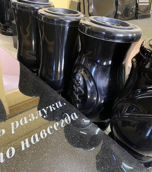 разные модели ваз для кладбища