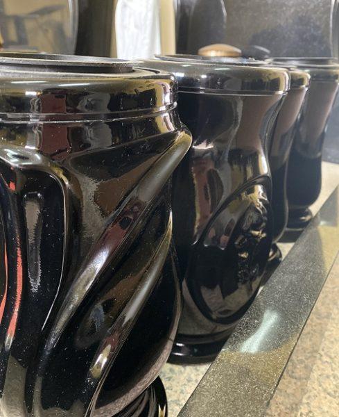 вазы для оформления мест захоронения